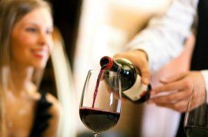 restaurant_wine_service-825x542